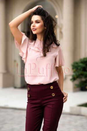Bluza roz pudrat din voal cu volaneBLUZE