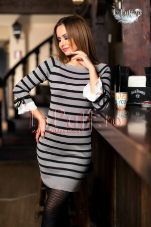 Rochie tricotata cu dungi gri si negru si fundite la maneciROCHII DE ZI