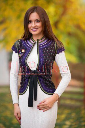 Vesta traditionala eleganta dama cu detalii movVESTE