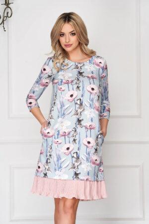 Rochie  albastru-deschis scurta de zi cu croi in a cu buzunare si volanase
