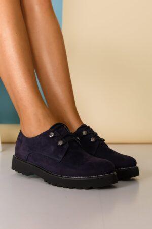 Pantofi  bleumarin cu detalii argintii pe talpa si inchidere cu sireturi