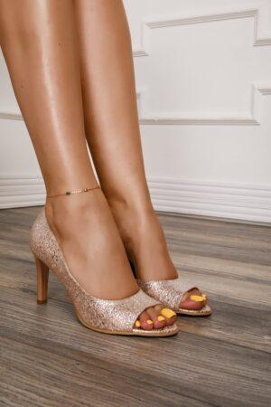Pantofi decupati roz cu aplicatii argintii stralucitoare