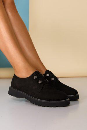 Pantofi  negri cu detalii argintii pe talpa si inchidere cu sireturi