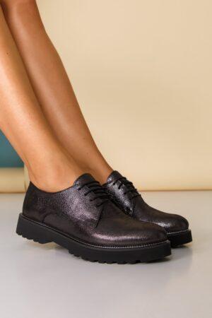 Pantofi  negri sidefat cu sireturi
