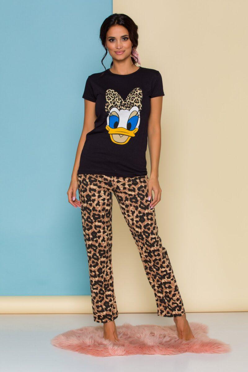 Pijama  cu tricou negru si pantaloni cu animal print