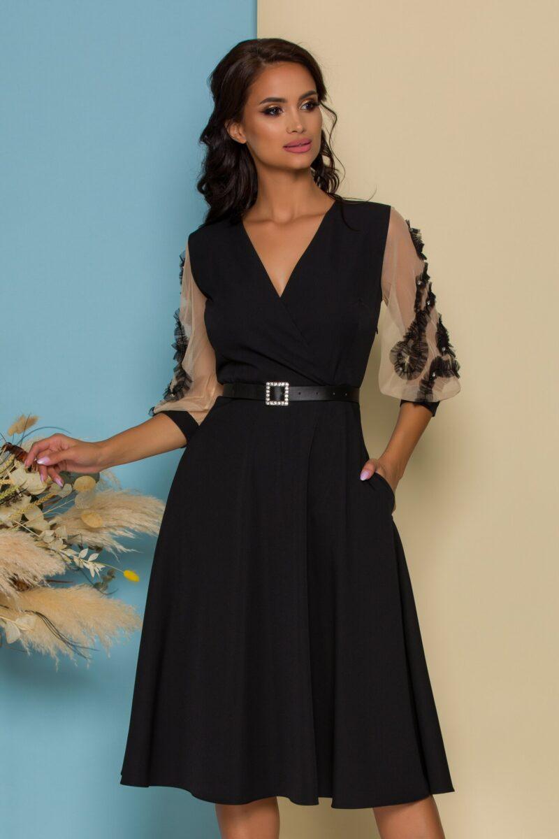 Rochie neagra cu maneci din tull accesorizate cu strasuri