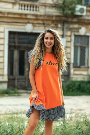 Rochie orange cu volane si imprimeu text