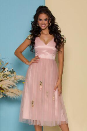 Rochie roz cu fusta din tull accesorizata cu broderie florala