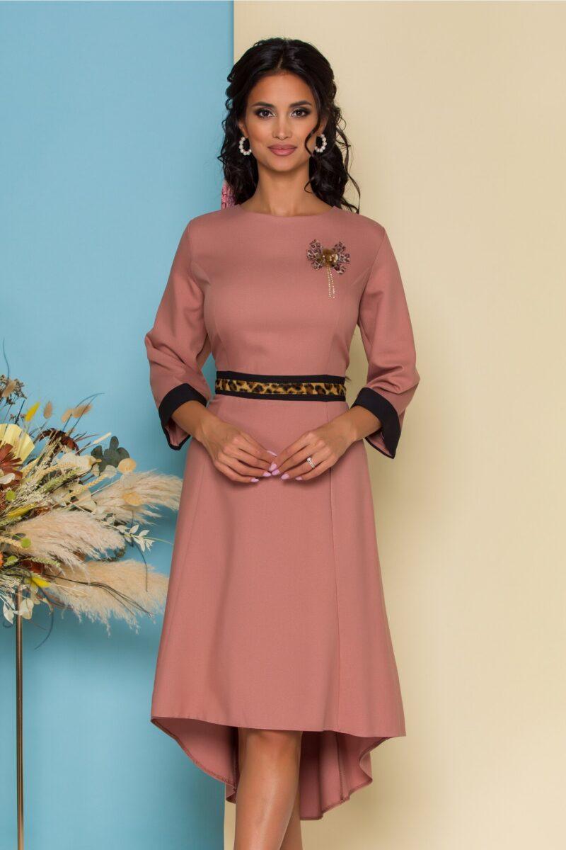 Rochie roz cu insertie animal print in talie