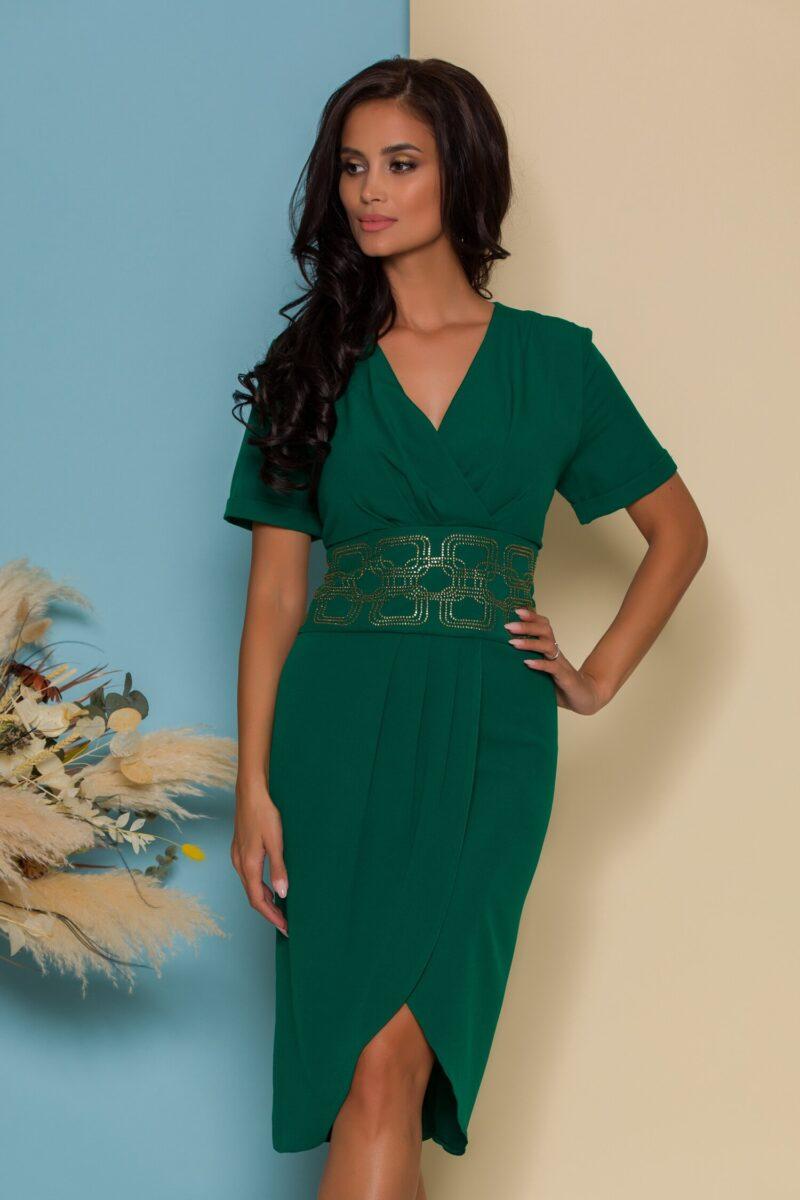 Rochie verde cu design petrecut si talie accesorizata cu strasuri