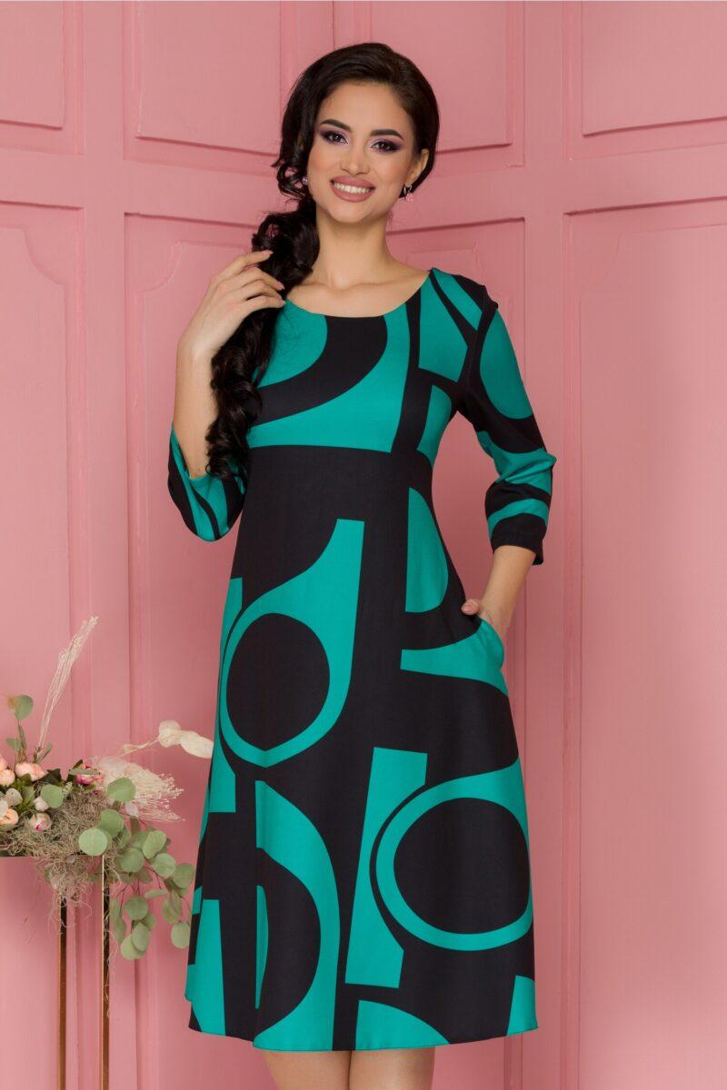 Rochie verde cu imprimeuri geometrice negre