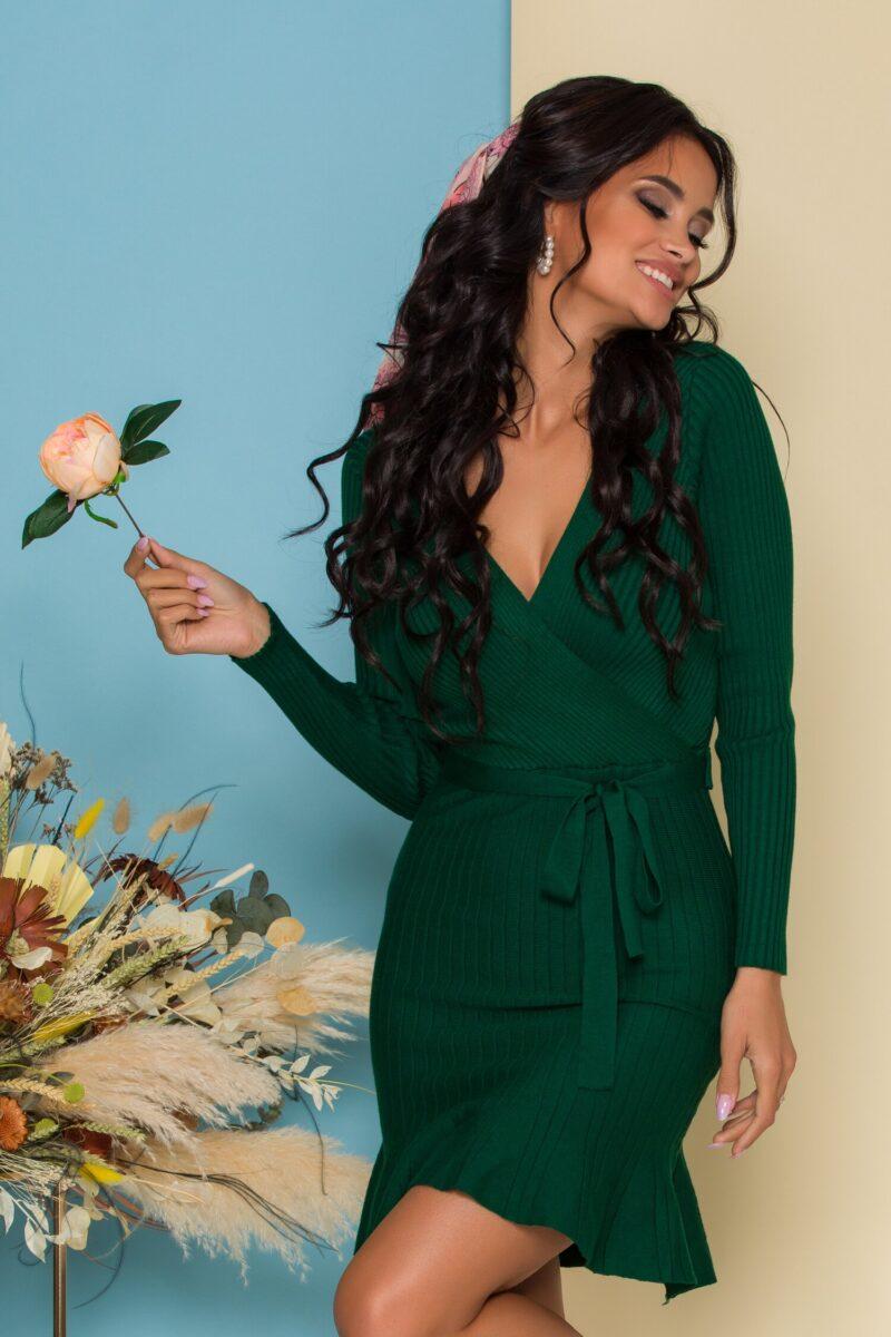 Rochie  verde din tricot reiat cu decolteu petrecut